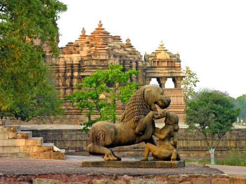 Le sculture dei templi di Khajuraho: arte erotica nell'India medievale